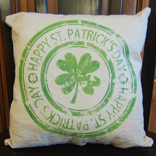Make your own St. Patrick's Day pillow with your Silhouette, Cricut, or Brother Cutting Machine. This St. Patrick's Day project is quick and easy and makes a great decoration for your home. #stpatricksdaysilhouetteprojects #stpatricksdayprojects #stpatricksdaybrotherprojects
