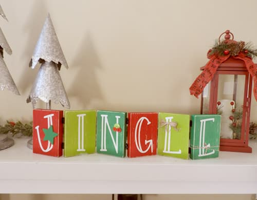 Make this darling Christmas sign with this easy to follow tutorial. With a few supplies and your Silhouette or Cricut machine, you'll be able to create this hinged Christmas block sign for your home home. This DIY project is easy and quick to make and is the perfect decoration for home. #ChristmasSilhouette #ChristmasCricut #ChristmasSVG