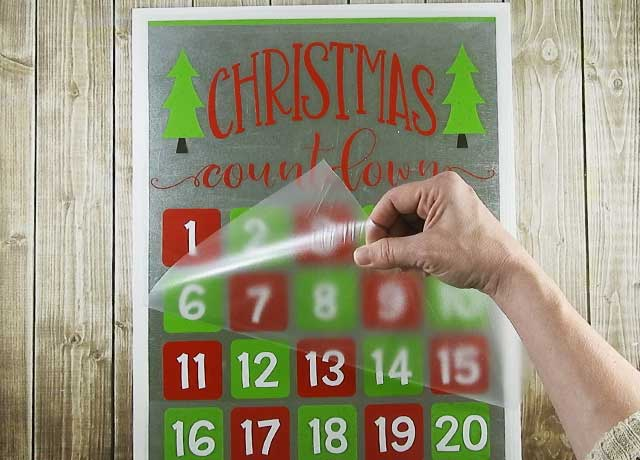 Countdown the days until Christmas arrives with this easy to do project. #christmassvg #christmascountdown #silhouette #cricut
